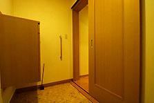 バリアフリー室入口 段差なく余裕のクリアランス